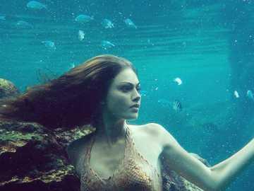 Cleo Sertori - Cleo Sertori en forma de sirena de H2o: Just Add Water