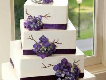 bialo-Fioletowy tort weselny - bialo-Fioletowy tort weselny