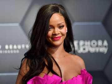 Rihanna ...................... - Rihanna ......................