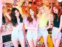 Lisa, Rose, Jennie en Jisoo - veel plezier met het herscheppen van deze zwart-roze PUZZEL