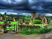 Farm, felhők, ház