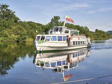 Biała flota na rzece Ruhr - Biała flota na rzece w pobliżu Mülheim an der Ruhr