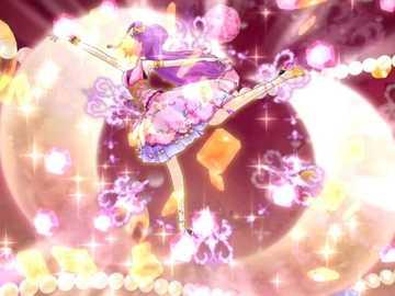 Podwójny klejnot księżyca (normalny) - Love Queen 和 Love Moonrise 的 品牌 魅力 秀。 偶像 的 姿勢 、 背景 顏色 與 裝飾