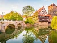 Podul de la Nürnberg și casele cu jumătate din lemn