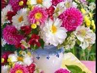 Summer flowers - In this picture we have a bouquet of flowers.