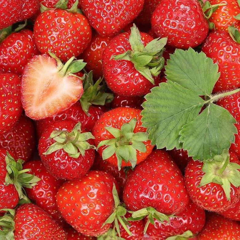 słodkie truskawki - Na tym zdjęciu mamy słodkie, czerwone truskawki (2×2)