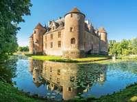 Замъкът на Ainay-le-Vieil