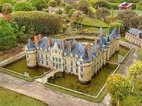 Замъкът Esclimont