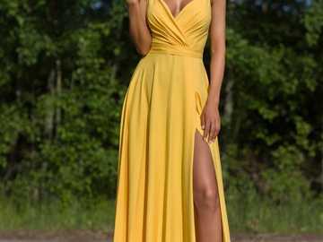 GELBES KLEID - PARIS Langes gelbes glattes Kleid