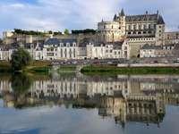 Обиколки с изглед към замъка