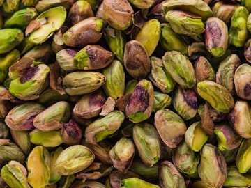 frutti verdi e marroni - Spuntino sano al pistacchio.