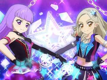 Diva Flower - 偶像 團體 Dancing Diva 的 Special Appeal。 表演 者 從 手臂 上 劃著 藍色 和 紫色