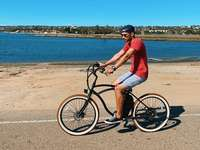 Paseando por la bahía en una bicicleta eléctrica Tower.