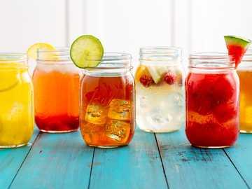 Completa el rompecabezas - Beber jugo agua jugo orgánico frutas salud saludable