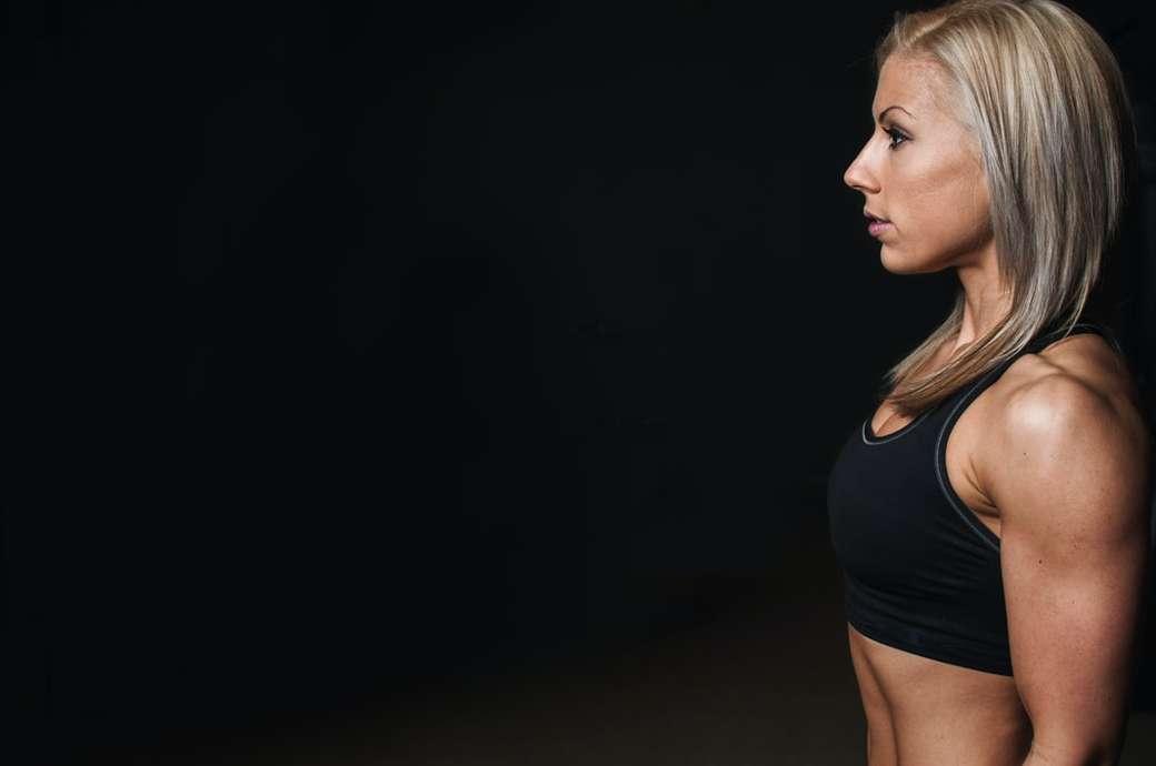 Allenamento in palestra mondiale - reggiseno sportivo nero da donna. World Gym, Londra, Canada (3×2)