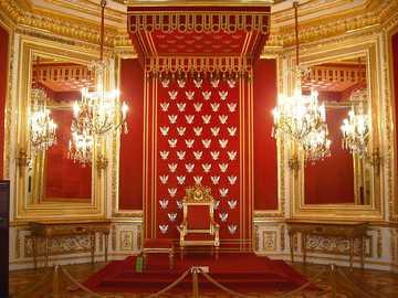 Royal Castle - m ..........................