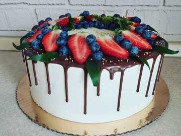 TORT Z OWOCAMI - Tort z owocami i polewą