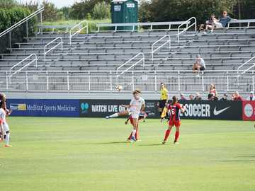 sofia huerta - photo d'une femme qui frappe un ballon de football. Maryland SoccerPlex, Boyds, États-Unis