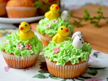 EASTER MUFFINS - Easter cupcakes with chickens