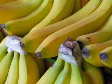 fascio di banane - Una volta ho lavorato in un piccolo negozio di alimentari e mi sono divertito tantissimo a girare un