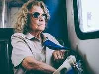 Γυναίκα αναβάτη λεωφορείου