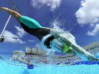 DYKA - INGÅNG TILL Vattnet i poolen efter ett dyk