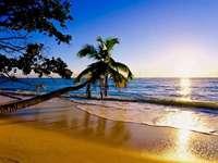 Schöner Sonnenaufgang - Ein himmlischer Strand ....