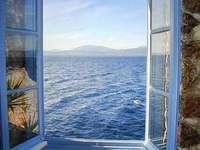 Schönes Fenster zum Meer - Schöne Aussicht auf den Frieden