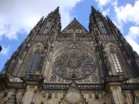 Прага, Чешка Република - фасада на Св. Вита в Прага.