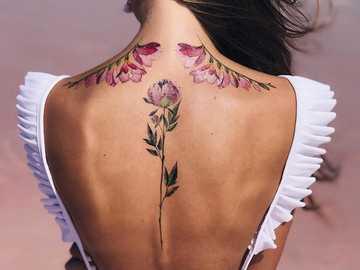 tatuaż wzór dla kobiety - tatuaż wzór dla kobiety