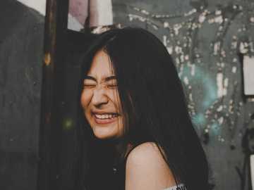 uśmiechnięta kobieta podczas zamykania oczu zdjęcie - Mój Instagram - kinzhitaev. Proszę oznaczyć / napisać mnie, jeśli kiedykolwiek użyjesz / edytu