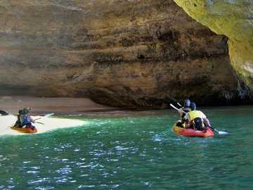 Пътуване с каяк до пещерата Бенагил - м ......................