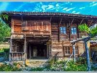 velha casa de madeira em Zheravna - velha casa de madeira em Zheravna