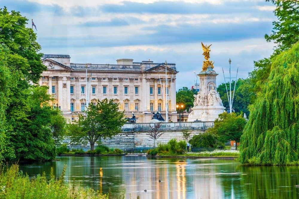 Лондонския Бъкингамски дворец (12×8)