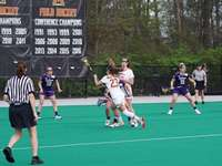 жени, играещи лакрос - Меган получи топката. Няма значение!!!!. Комплекс за хок�