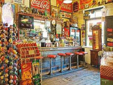 una tienda de bebidas y una fuente en Gruene, Texas - una tienda de bebidas y una fuente en Gruene, Texas