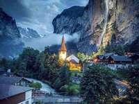 Lauterbrunnen au crépuscule.