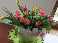 tulipány s růží