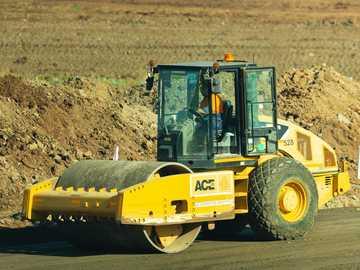Cantiere di strade. - attrezzature pesanti gialle e nere. Truganina VIC, Australia
