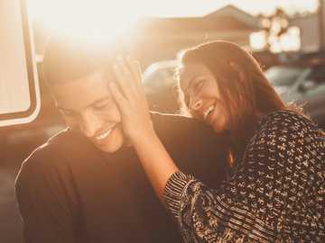 enamorados - smiling man and woman. Hermosa Beach, United States