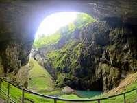 Macocha Abyss és Punkevni-barlang