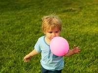 φυσώντας ένα μπαλόνι - Μ ..............................