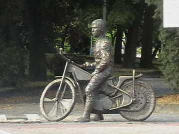 pomnik Jancarza - pomnik słynnego żużlowca