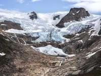 schneebedeckter Berg - Eisdecke am Rande der Berge, Südostgrönland Aufgenommen von Aningaaq Rosing Carlsen - Besuchen Sie
