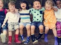 Παιδικά ρούχα - Ένα παιχνίδι σχεδιασμένο για να ταιριάζει στην τάξη μο