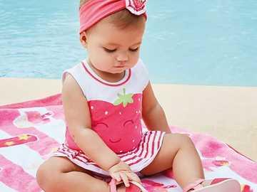 dziecko ubrane na różowo - m...................