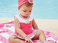 bébé habillé en rose - m ...................