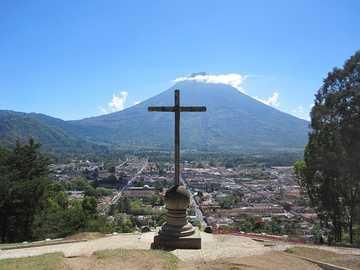 Colline de la croix - Colline située dans la ville coloniale d'Antigua, dans la partie la plus élevée il y a un po