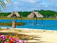 El Remate, Petén - Die Lagune im Dorf El Remate ist ein Naturparadies und eine Landschaft, die es wert ist, geschätzt