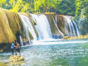 Spa Las Conchas - Lagons, cascade et spa de la commune de Chahal en Alta Verapaz, petits et grands peuvent se baigner